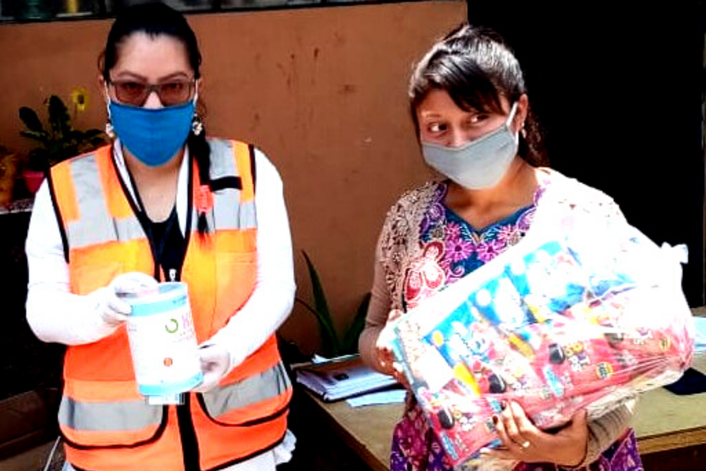 En el CEIPA se entregaron kits de cereales y botes de leche de soya a madres.