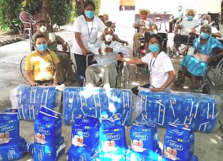 Sillas de ruedas, pañales y otros insumos recibieron los adultos mayores del hogar en Jutiapa.