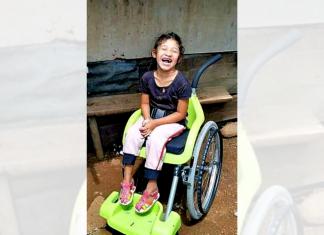 Una niña recibió una silla de ruedas especial donada por Israel a través de la SOSEP.