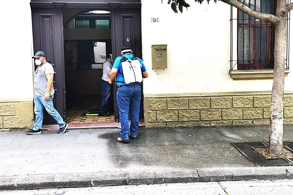 Las sedes centrales de SOSEP son limpiadas y desinfectadas luego de registrarse el primer caso de COVID-19 en esta institución.