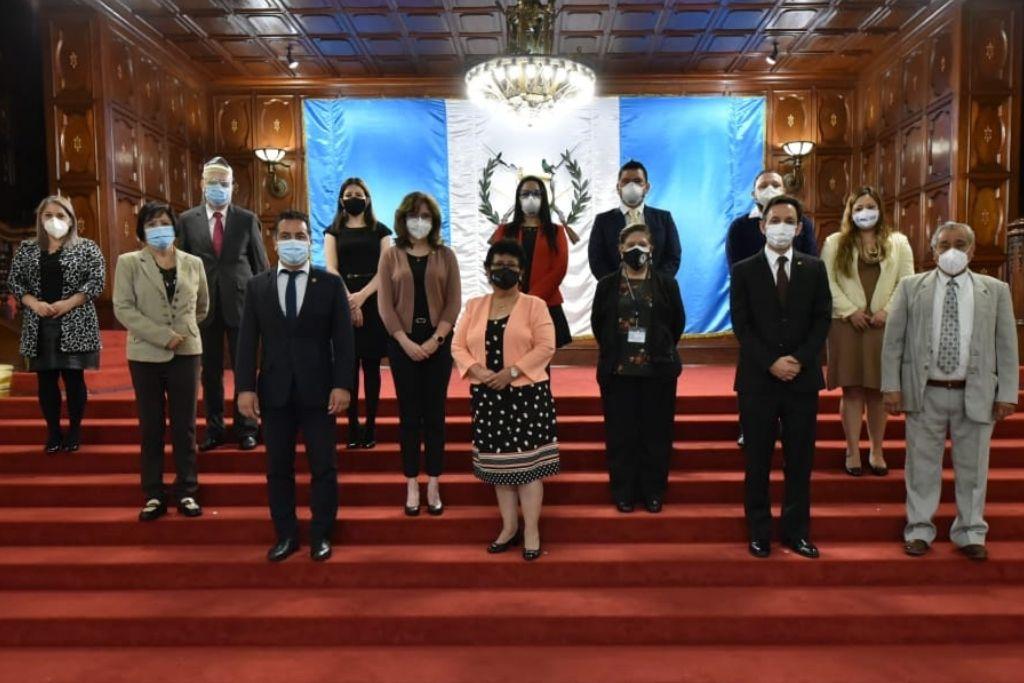 Foto oficial de los integrantes del Comité Nacional de Protección a la Vejez, CONAPROV.