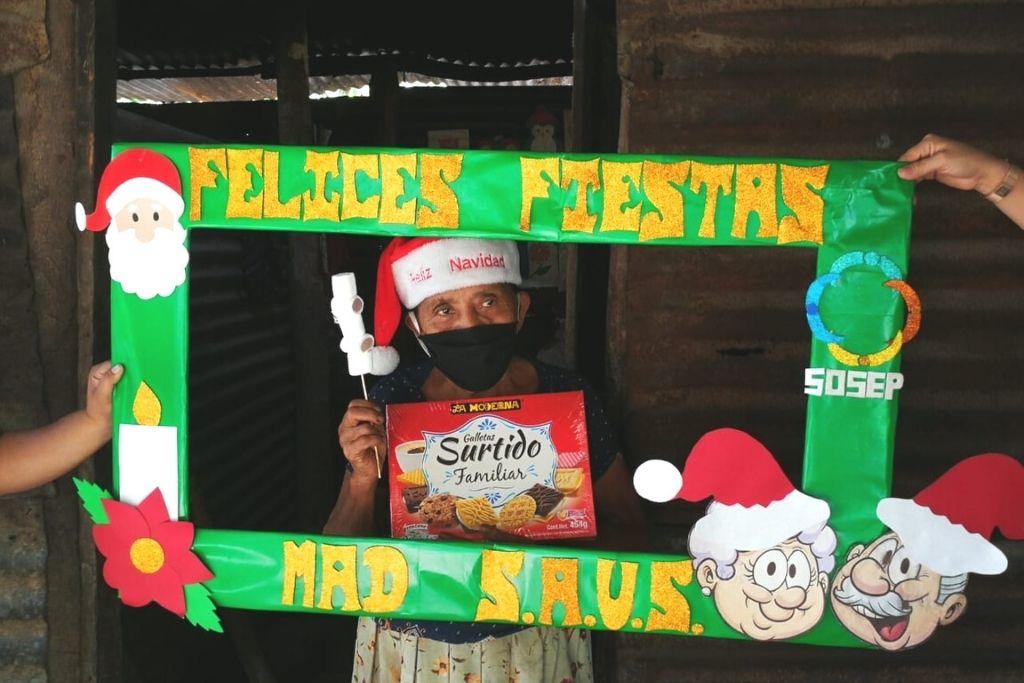Celebración navideña con adultos mayores beneficiarios de Mis Años Dorados de SOSEP